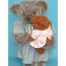 """Pattern - 17"""" Grandma Bear & Cub"""